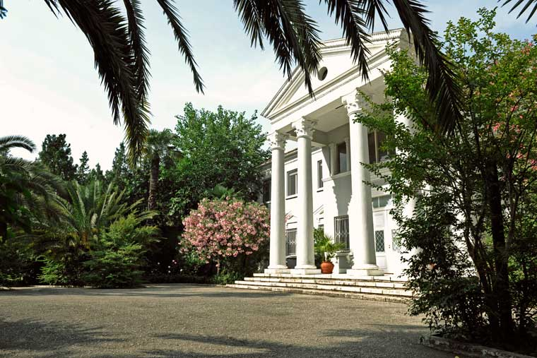 Detajet e interiorit në rezidencën italiane në Tiranë