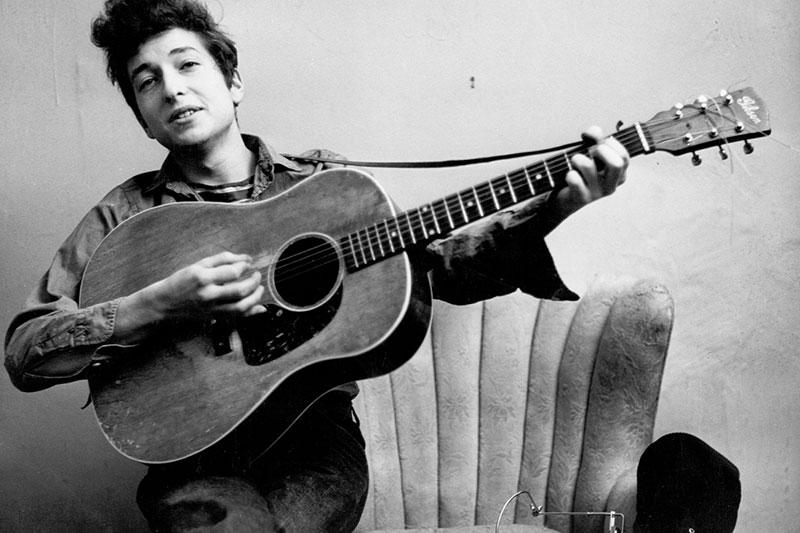Pas 8 vitesh, Bob Dylan rikthehet me albumin e ri.
