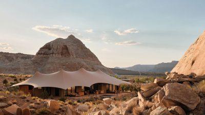 Një tendë luksoze në mes të shkretëtirës