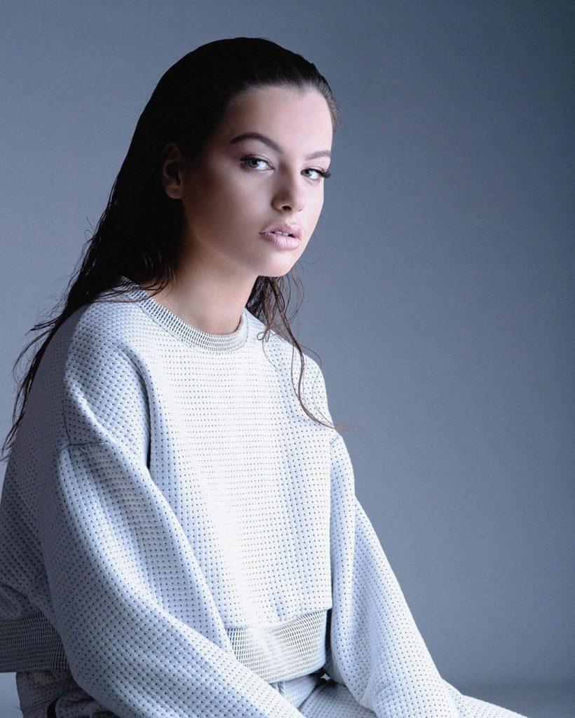 Amela Agastra, 17 vjeç dhe super e talentuar