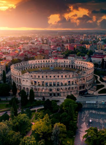 Amfiteatri-Roman---Pola,-Kroaci