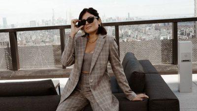 Çfarë të veshësh në zyrë, për të qenë komode dhe me stil?