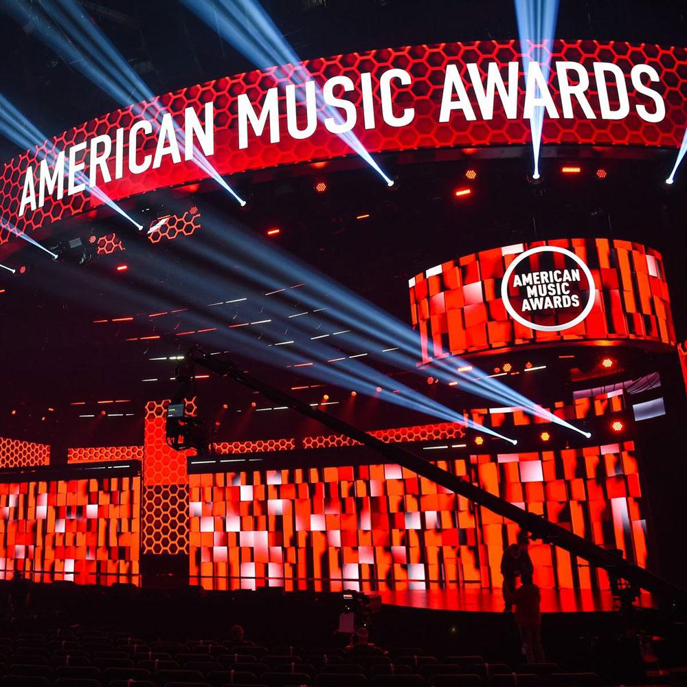 Çfarë veshën VIP-at në American Music Awards 2020?