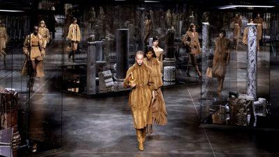 Sfilata e re e Fendit, një homazh për legjendat e modës