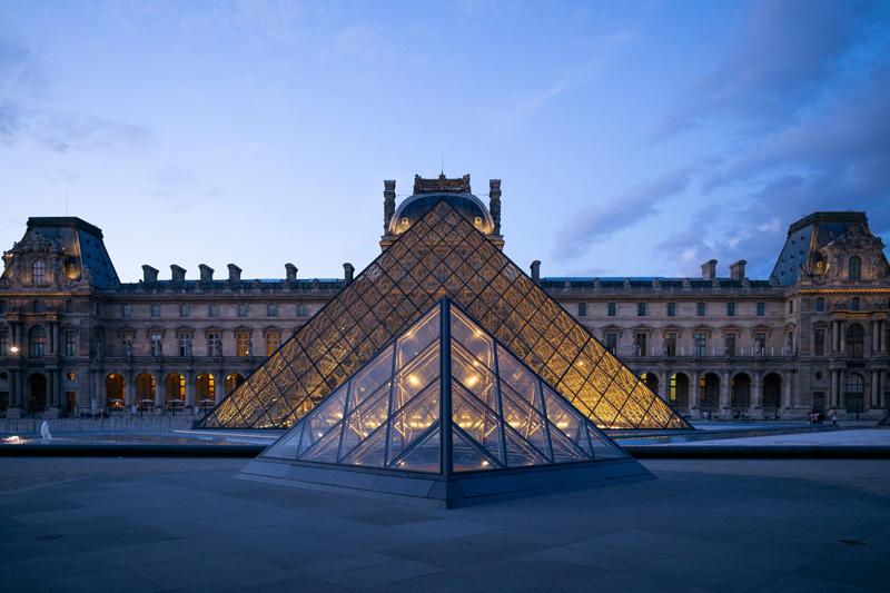 Historike: Muzeu i Louvre do të drejtohet nga një grua!