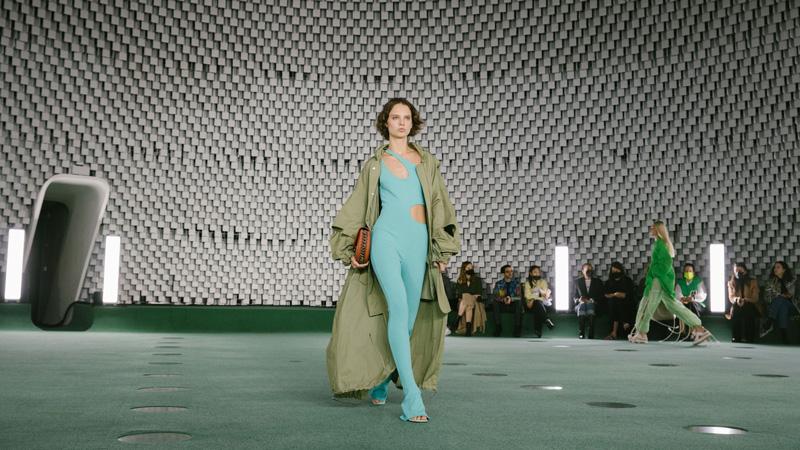 Stella McCartney sjell një sfilatë ekstravagante dhe eco-friendly